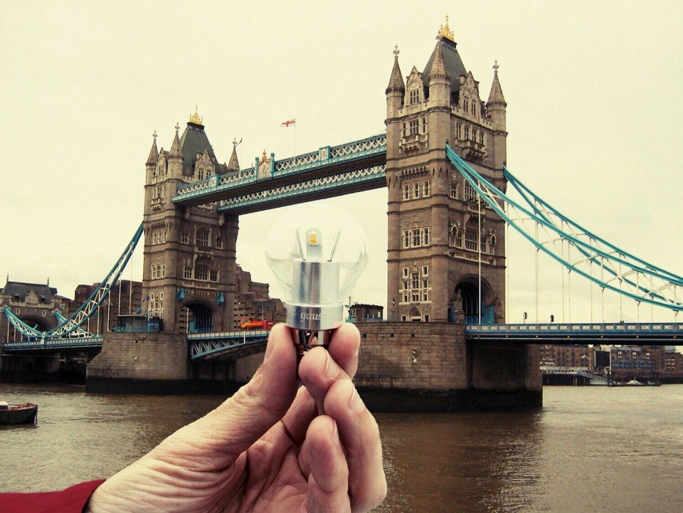 Gauss. London, London Bridge. Gaussselfie.